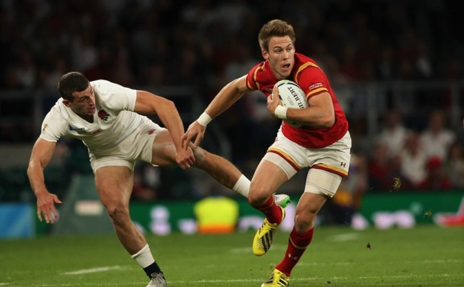 26.09.15 - England v Wales, Rugby World Cup 2015 - Liam Williams of Wales takes on Jonny May of England